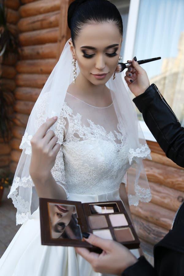 Фото подготовки состава последней мельчайшей невесты, стоковое изображение