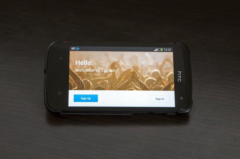 Фото прибора желания HTC, показывая домашнюю страницу Twitter.com стоковая фотография