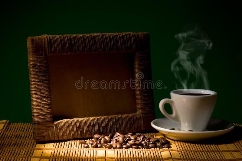 речь идет вставить фото в рамку с чашечкой кофе различным