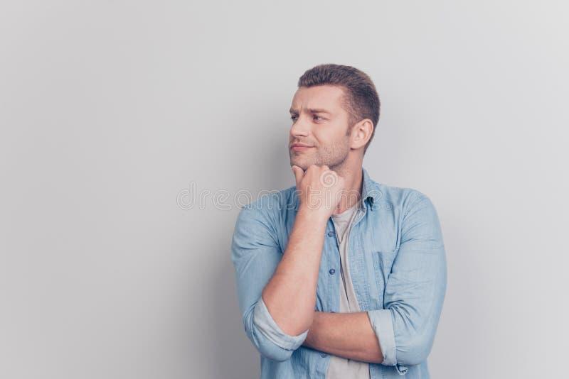 Фото рассматривать человека стороны взгляда со стороны профиля sta резерва плеча стоковое изображение rf