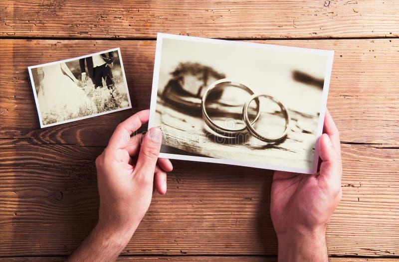 Фото свадьбы на таблице стоковая фотография rf