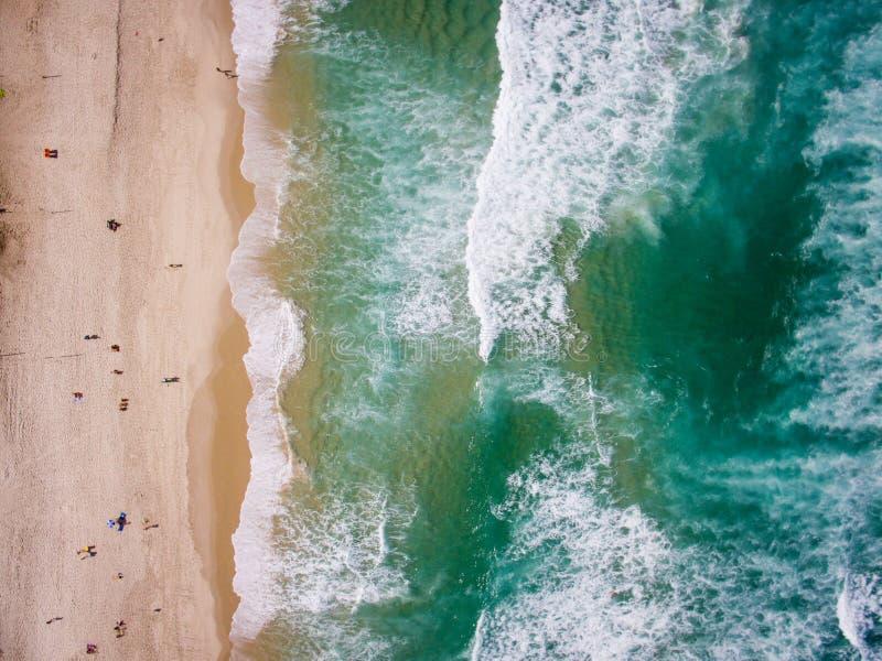 Фото трутня пляжа Barra da Tijuca, Рио-де-Жанейро, Бразилии стоковые изображения