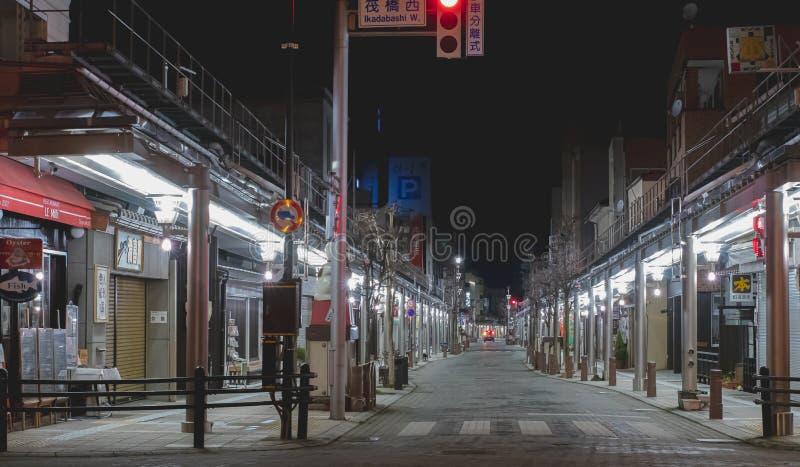 Фото улицы nighttime закрытых магазинов и ресторанов в Takayama, Японии стоковые фото