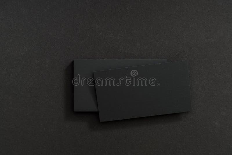 Фото черных пустых визитных карточек на черной предпосылке Templ стоковое фото rf