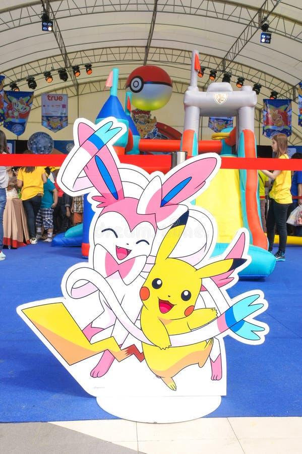Фото Di-отрезка Pikachu & Sylveon для будочки на событии дня Pokemon, внешнего шатра фото стоковая фотография rf