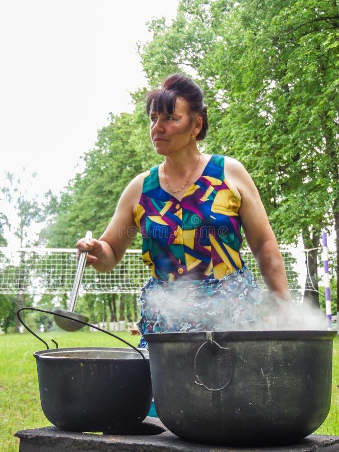 Фольклорные ритуалы производят улучшения в зоне Gomel Республики Беларусь в 2015 стоковая фотография rf