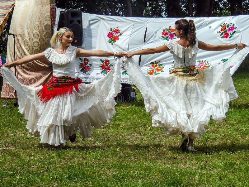 Фольклорные ритуалы производят улучшения в зоне Gomel Республики Беларусь в 2015 стоковое изображение