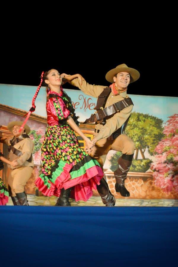 Фольклорные танцоры