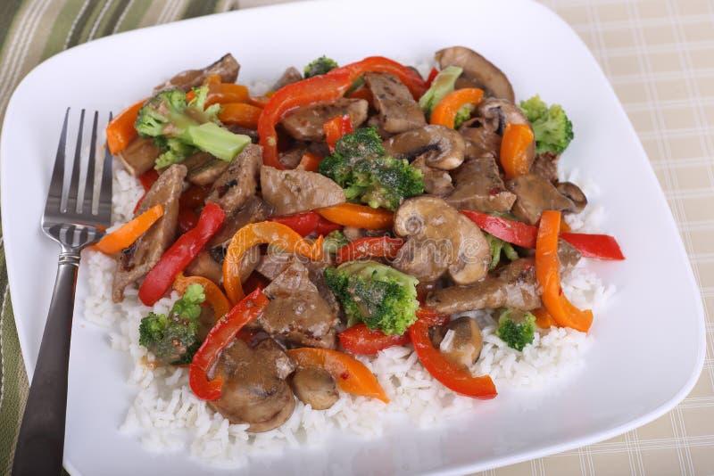 Фрай Stir говядины на рисе стоковое фото