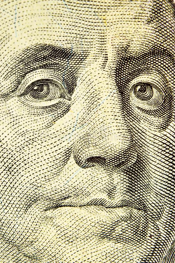 Франклин смотрит на близко вверх от 100 долларовых банкнот стоковые изображения rf
