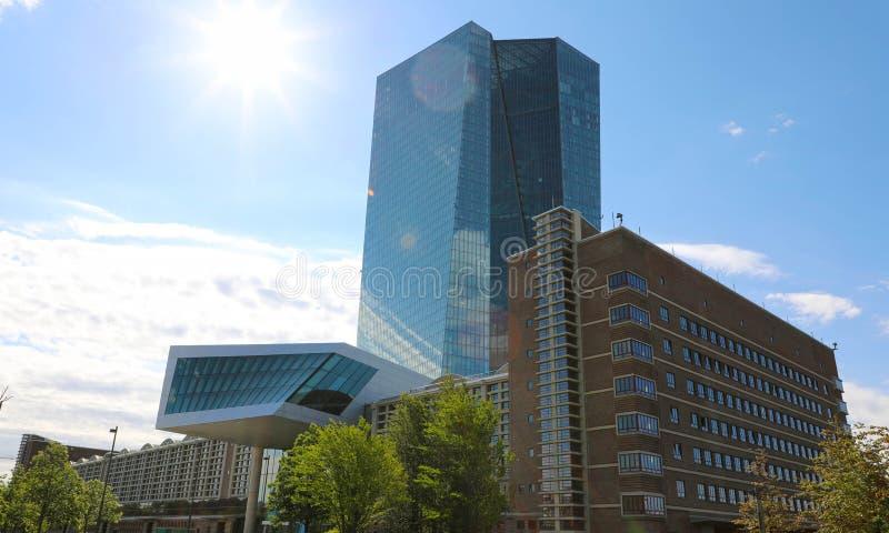 ФРАНКФУРТ, ГЕРМАНИЯ - 1-ОЕ ИЮНЯ 2019: Место Европейского Центрального Банка во Франкфурте, Германии стоковые фотографии rf