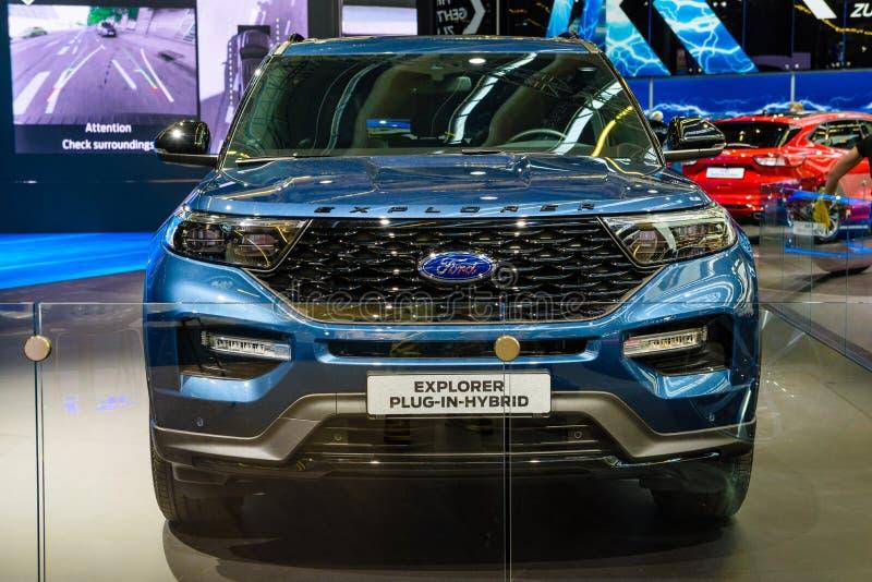 ФРАНКФУРТ, ГЕРМАНИЯ - СЕНТ 2019: blue FORD EXPLORER plug-in-гибридный SUV, IAA International Motor Show Auto Exhibtion стоковое изображение