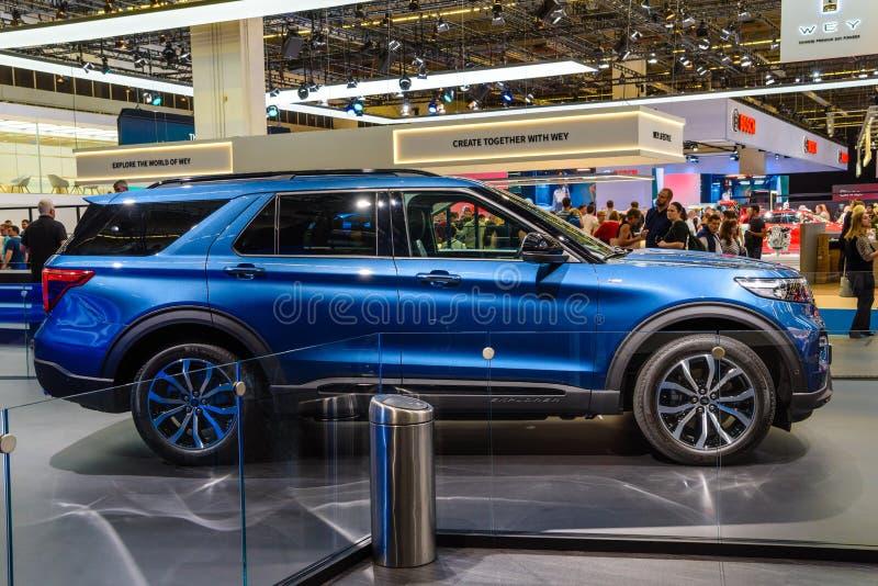 ФРАНКФУРТ, ГЕРМАНИЯ - СЕНТ 2019: blue FORD EXPLORER plug-in-гибридный SUV, IAA International Motor Show Auto Exhibtion стоковые изображения