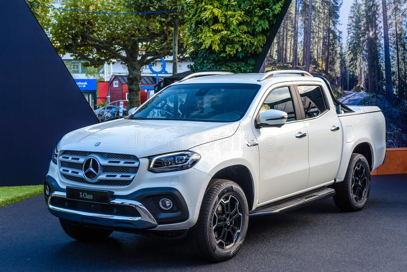ФРАНКФУРТ, ГЕРМАНИЯ - СЕНТ 2019: white MERCEDES-BENZ X Class pickup SUV, IAA International Motor Show Auto Exhibtion стоковая фотография rf