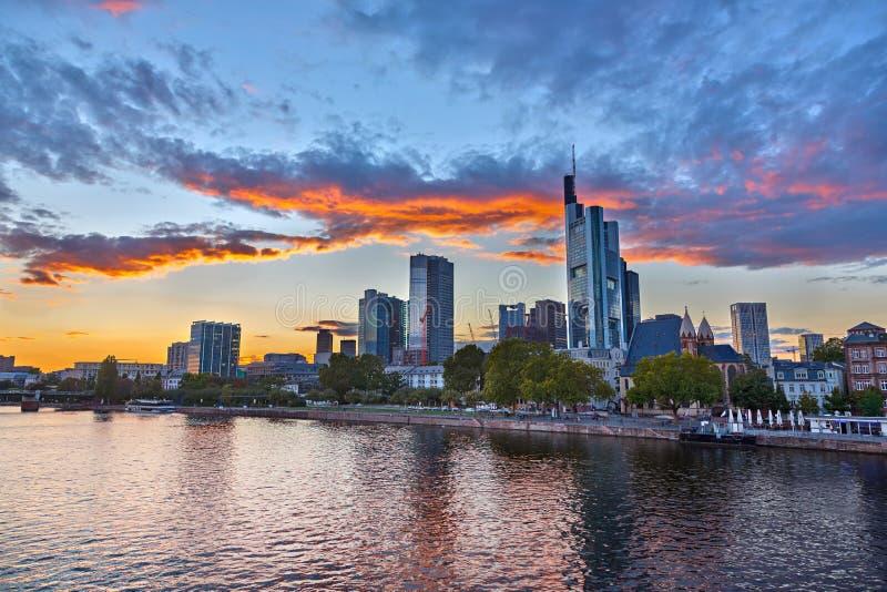 Франкфурт на сумраке стоковое фото
