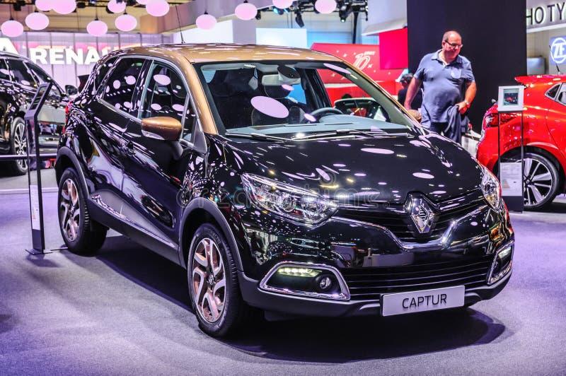 ФРАНКФУРТ - SEPT. 2015: Renault Captur представленное на IAA Internati стоковые изображения