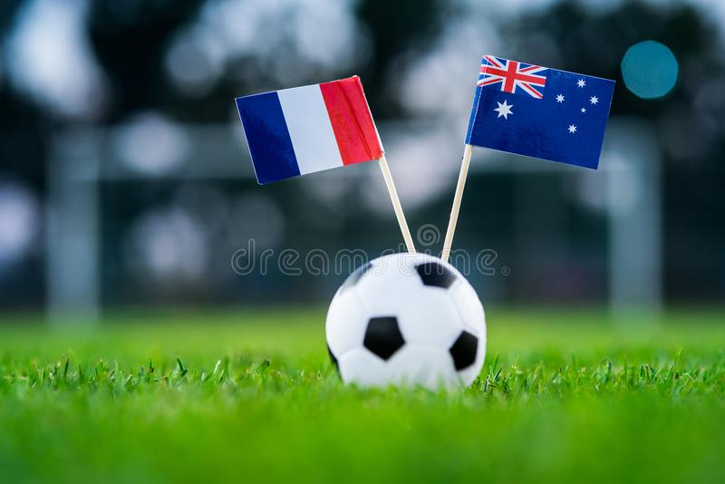 Франция - Австралия, группа c, Saturday, 16 Футбол -го июнь, кубок мира, Россия 2018, национальные флаги на зеленой траве, белом  стоковое изображение rf