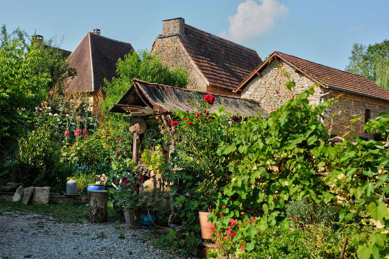 Франция, живописная деревня sur Vezere Леона Святого стоковые изображения rf