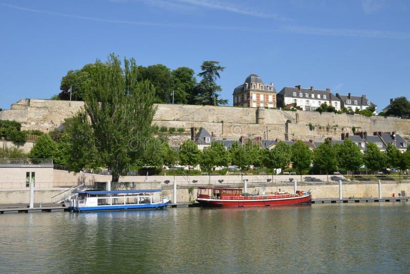 Франция, живописный город Pontoise в Val d Уазе стоковые фото