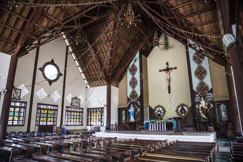 Французская колониальная церковь расположенная в провинции Kontum стоковые фото
