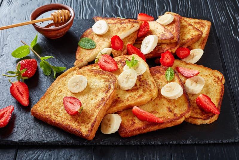 Французские здравицы с плодоовощами, взгляд сверху стоковая фотография rf