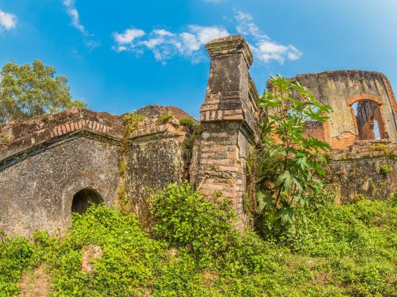 Французские колониальные руины Muang Khoun, Лаос стоковое фото rf