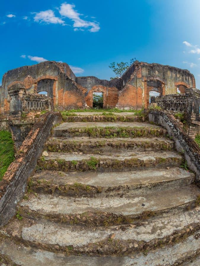Французские колониальные руины Muang Khoun, Лаос стоковые изображения rf