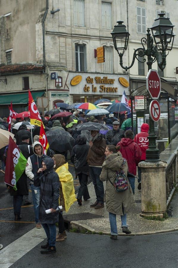 Французские люди протестуют против закона работы El Khomri в Angouleme, Франции стоковая фотография