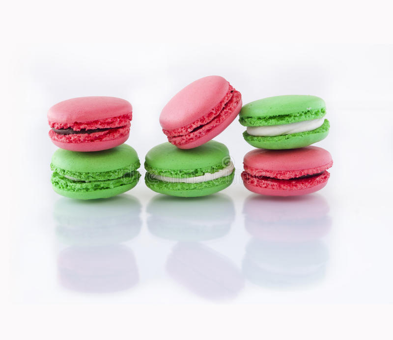 Французские macarons на белой предпосылке стоковое изображение