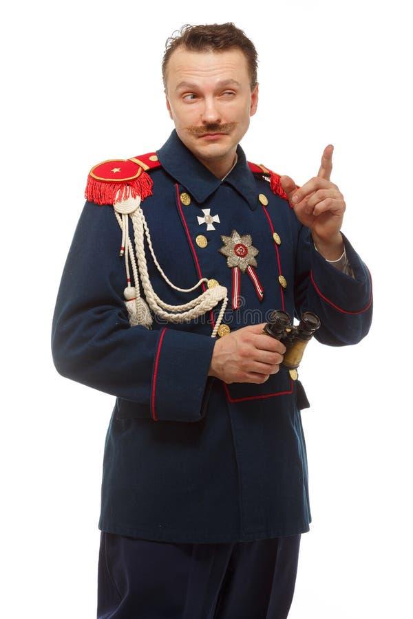 Французский генерал при красивый усик держа бинокли стоковые изображения