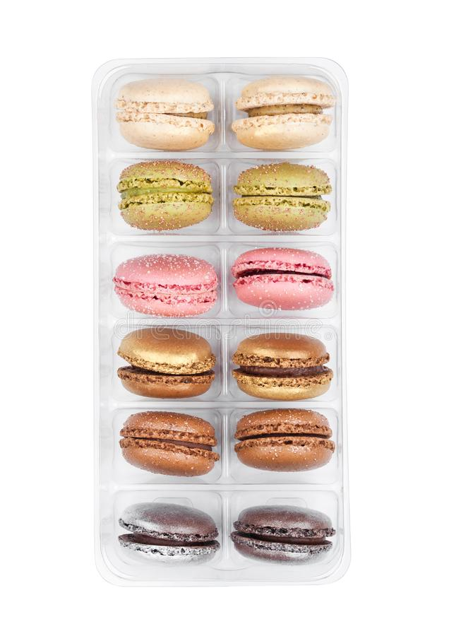 Французский красочный десерт macarons испечет в подносе стоковая фотография rf