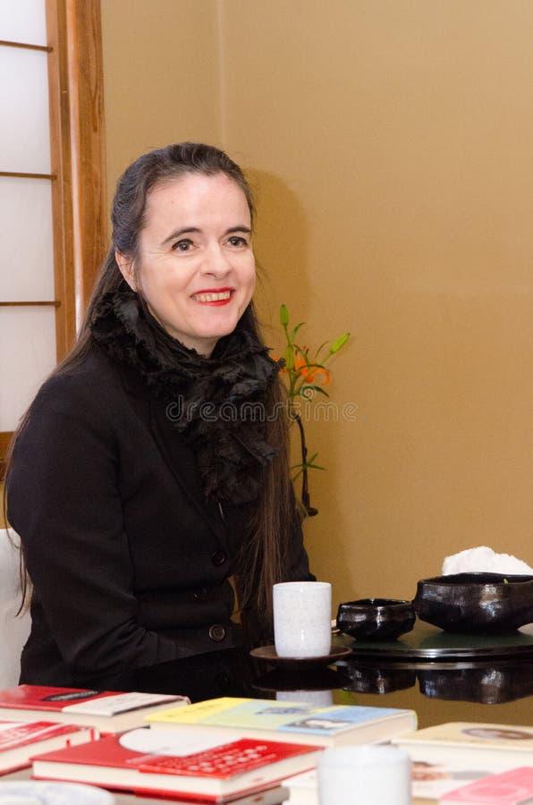 Французский писатель AmÃelie Nothomb представляет для изображений в Токио, Японии Она посетила Токио к fil стоковое фото
