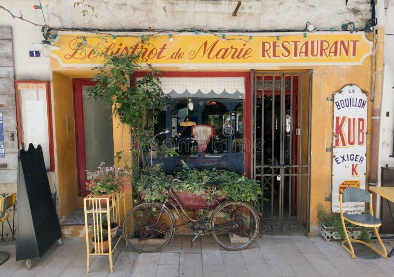 Французский ресторан бистро в Париже Франции стоковые изображения