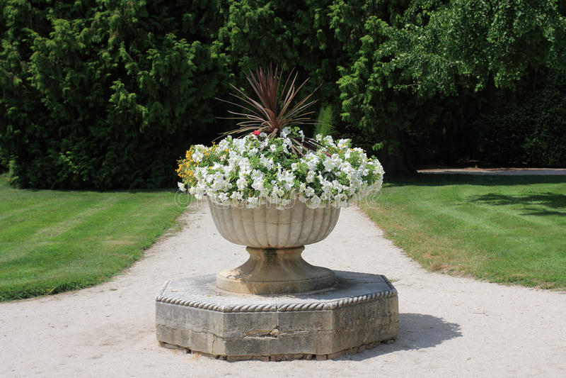 Французский сад парка в Lednice в чехии в Европе стоковые фотографии rf