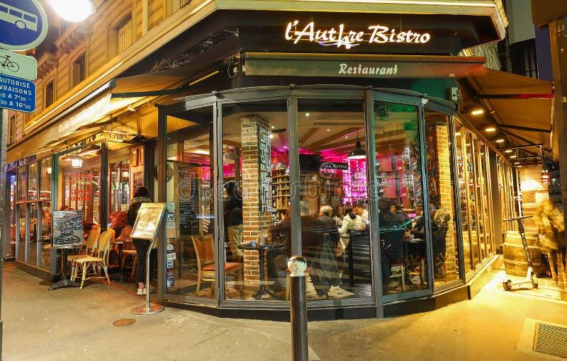 Французский традиционный ресторан l бистро Authre расположенное в латинском квартале вечером, Париж, Франция стоковое фото rf