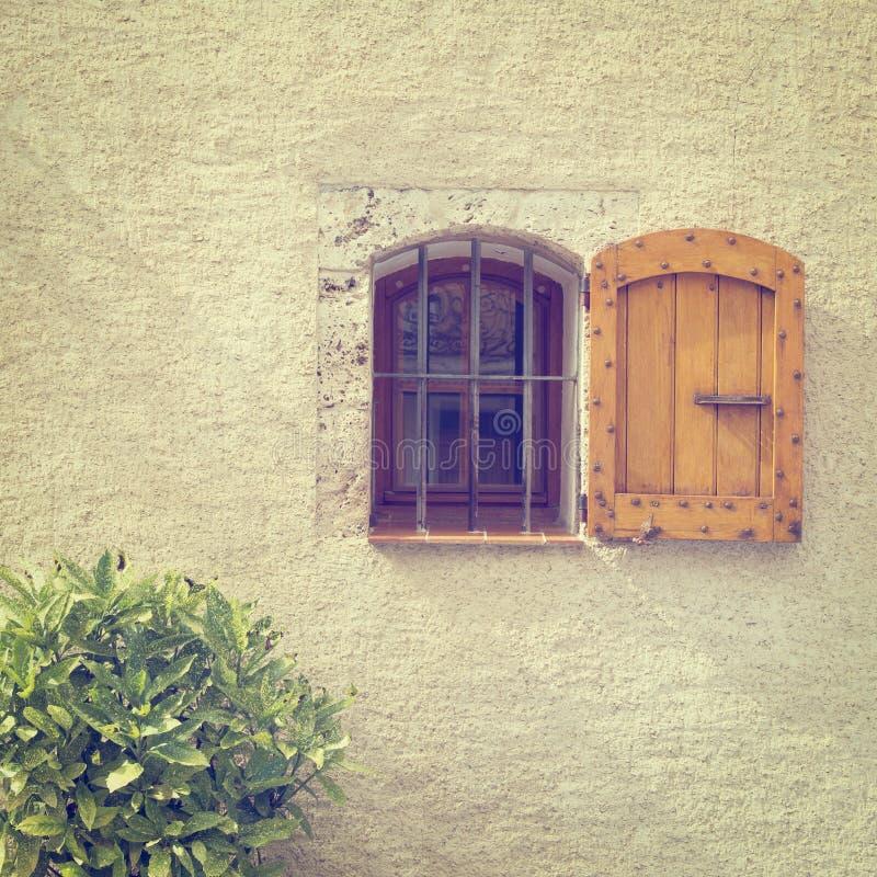 Download Французское окно стоковое изображение. изображение насчитывающей европа - 41654975