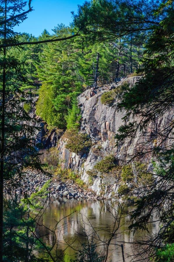 Download французское река стоковое фото. изображение насчитывающей бобра - 81808536