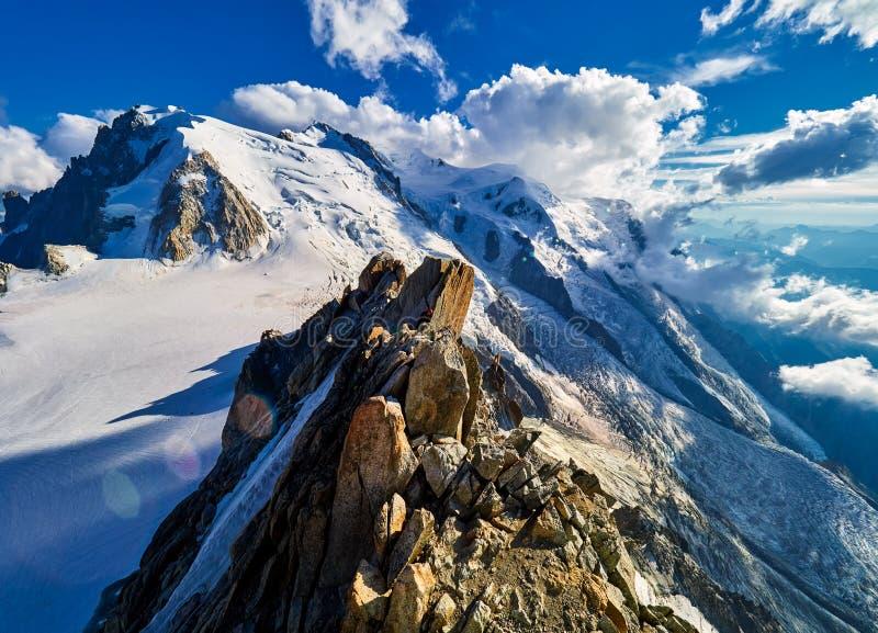Француз Альпы, Монблан и ледники как увидено от Aiguille du Midi, Шамони, Франции стоковые изображения