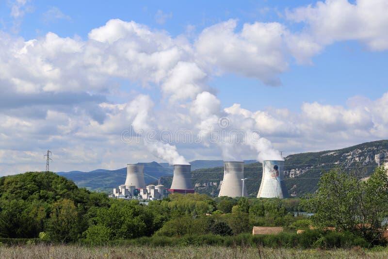 Француз, атомная электростанция в горах стоковые фото
