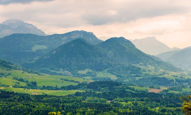 Француз Альпы с горами Julioz и Trelod стоковое изображение