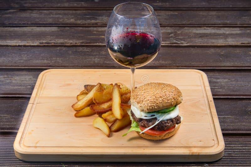 франчуз быстро-приготовленное питания жарит гамбургер стоковое фото rf
