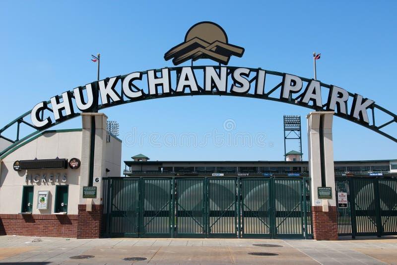 ФРЕСНО, СОЕДИНЕННЫЕ ШТАТЫ - 12-ОЕ АПРЕЛЯ 2014: Бейсбольный стадион во Фресно, Калифорния парка Chukchansi Стадион домашний для Фр стоковые фотографии rf