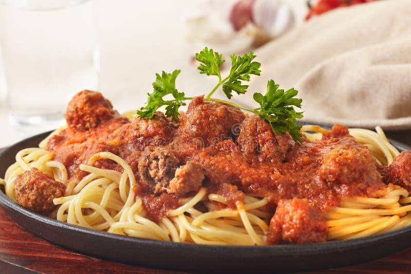 Фрикадельки спагетти стоковые изображения rf