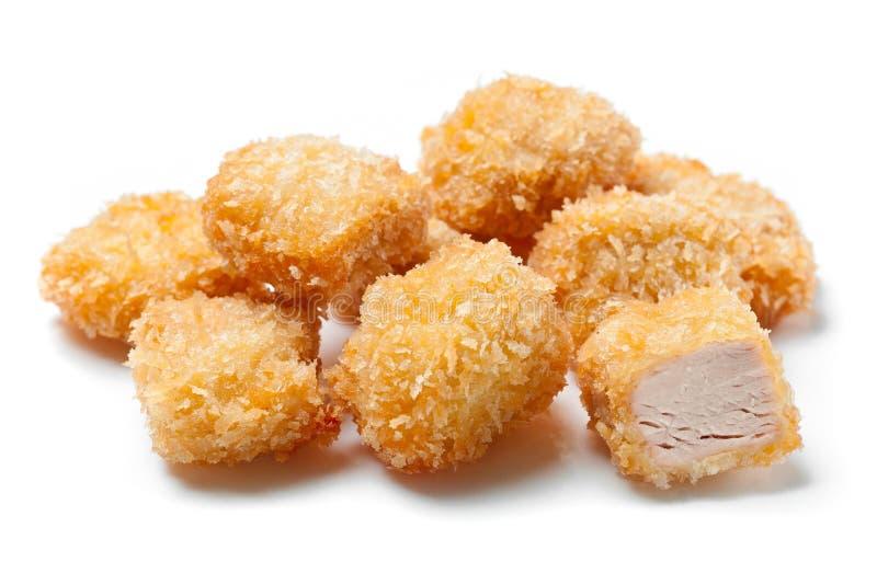 Фрикадельки цыпленка зажаренные в белой предпосылке стоковая фотография rf