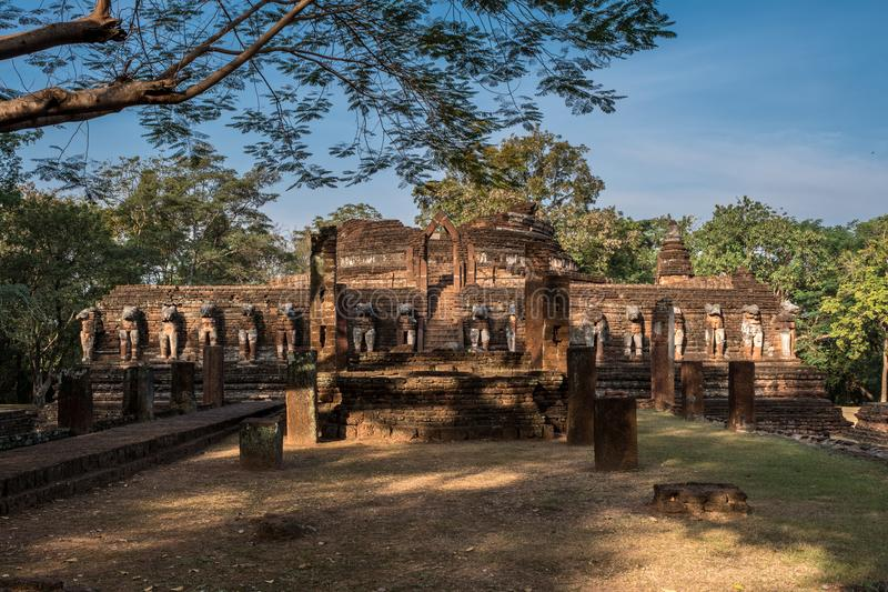 Фронт виска руин Rop Wat Chang, в Kamphaeng Phet Histo стоковые изображения rf