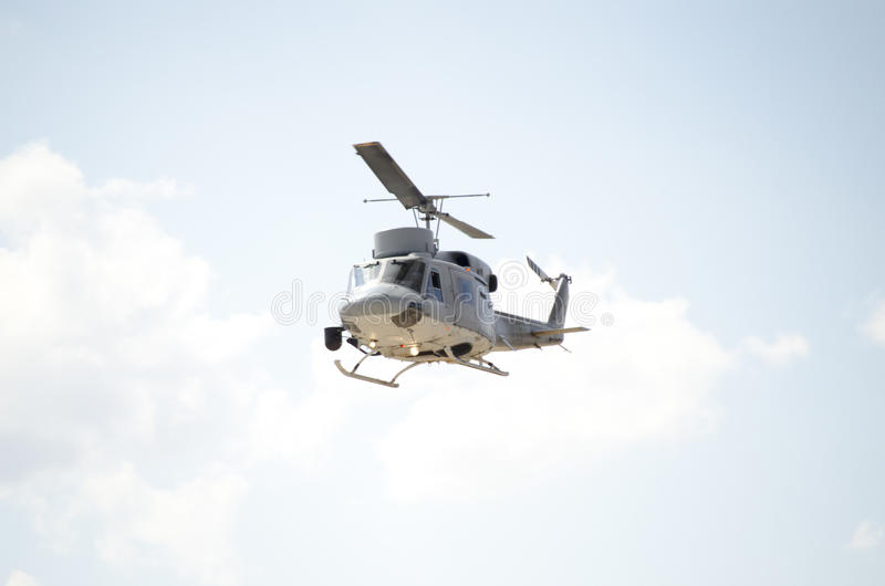Фронт военно-морского флота взгляда неба посадки вертолета Seaking стоковое фото rf