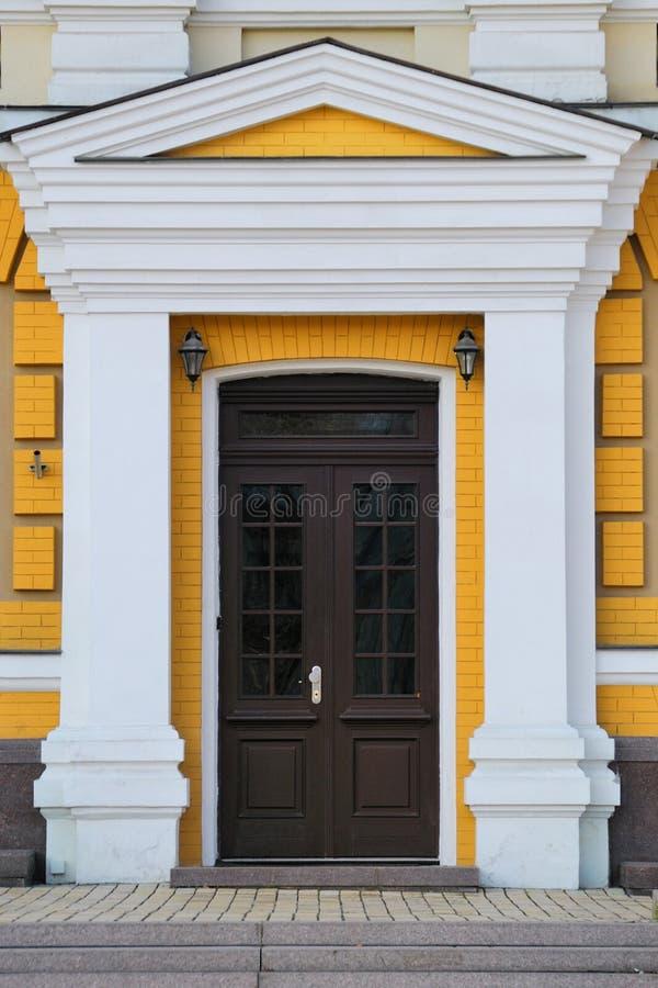 фронт двери стоковые фотографии rf