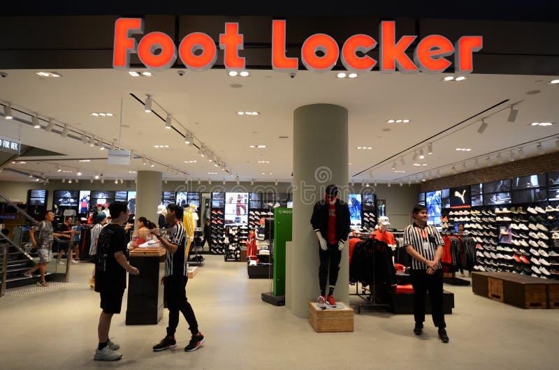 Фронт магазина шкафчика ноги расположенный внутри аэропорта Jewal Changi в Сингапуре стоковое изображение rf