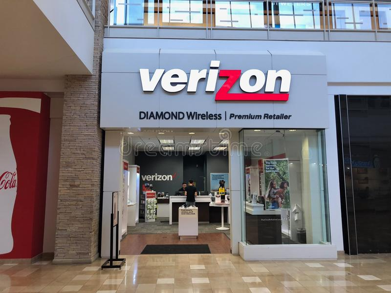 Фронт магазина Verizon Wireless в торговом центре Аризоны Чэндлера стоковое изображение