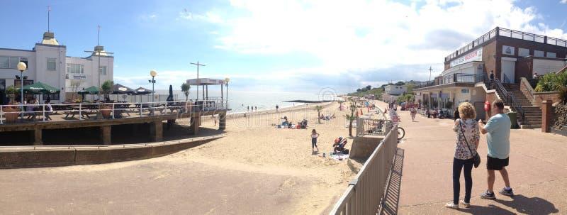 Фронт пляжа побережья солнечности Essex стоковые изображения